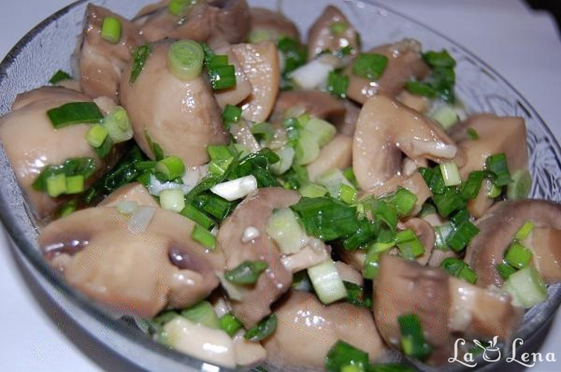 Salate dietetice cu ciuperci