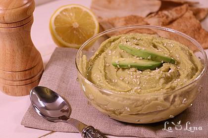 Hummus cu avocado