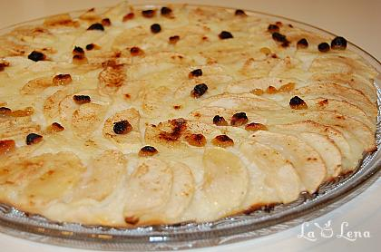 Pizza cu mere si crema de vanilie