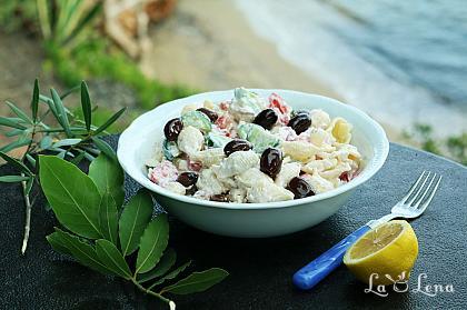 Salata greceasca cu paste si iaurt
