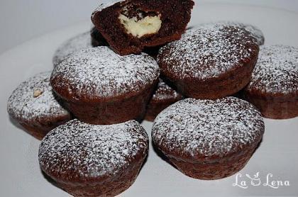 Briose de ciocolata cu crema de branza si ciocolata alba