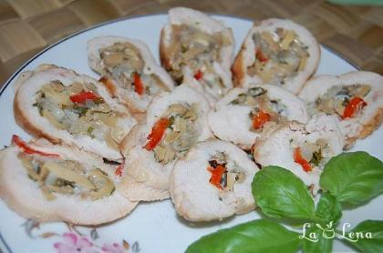 Rulada din piept de pui cu ciuperci si legume
