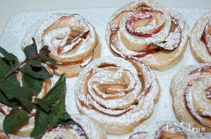 Trandafiri cu mere si foietaj