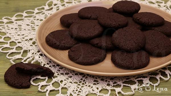 Biscuiti cu ciocolata si dulceata, de post