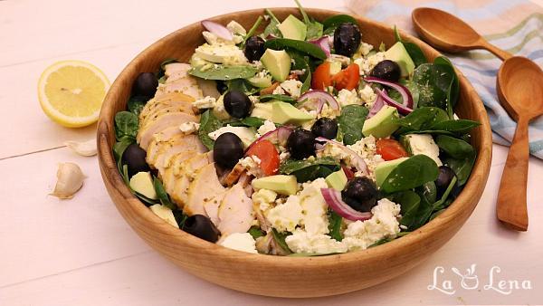 Salata Greceasca cu Pui si Avocado