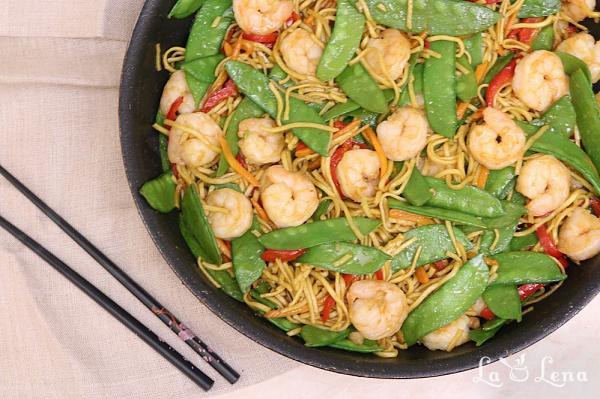 Noodles chinezesti cu creveti si legume