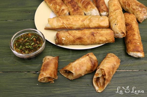 Pachetele de primavara chinezesti cu creveti si legume