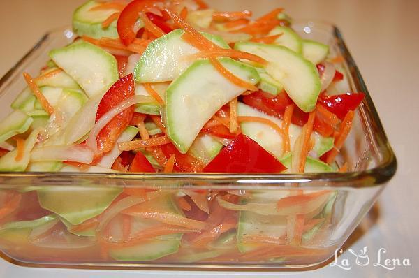 Salata de dovlecei si legume marinate