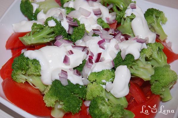 Salata de rosii cu broccoli