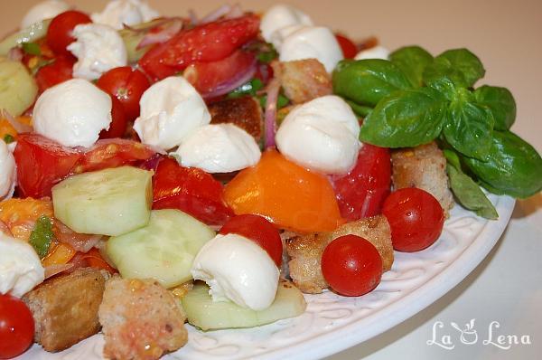 Salata de rosii cu crutoane (Panzanella)