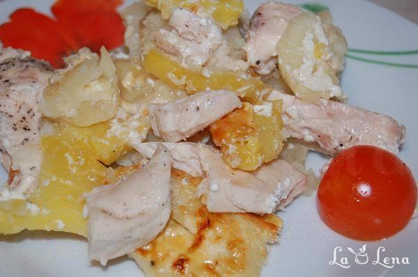 Cartofi cu carne si cascaval, la cuptor