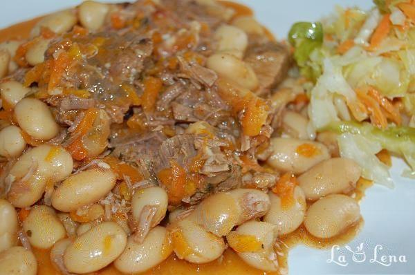 Mancare de fasole scazuta cu carne de vita si legume