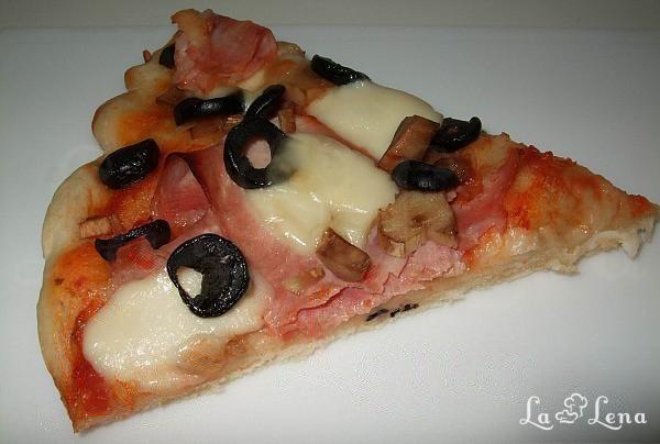 Pizza cu sunca si mozzarella